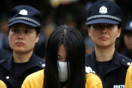 专家称深圳公开处理卖淫女无法律依据