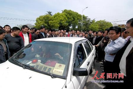 组图:安徽滁州500多辆出租车围堵派出所