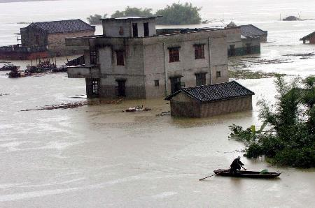 图文:广东封开县城大部分街道被淹