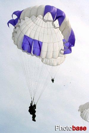 组图:武汉空降兵部队新兵改变传统训练方式