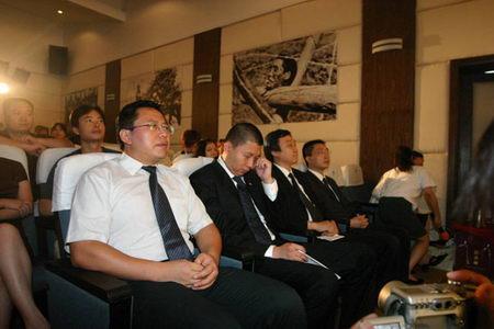 图文:新浪CEO兼总裁汪延在现场落泪