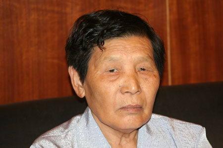 图文:南京大屠杀幸存者在发布会现场