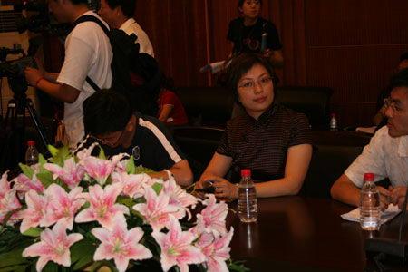 图文:新浪副总裁沈建明在新闻发布会现场