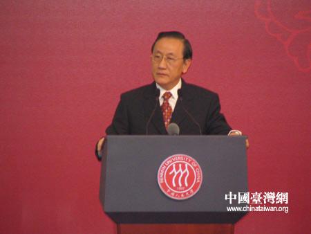 图文:郁慕明称只有和平统一才能实现繁荣昌盛