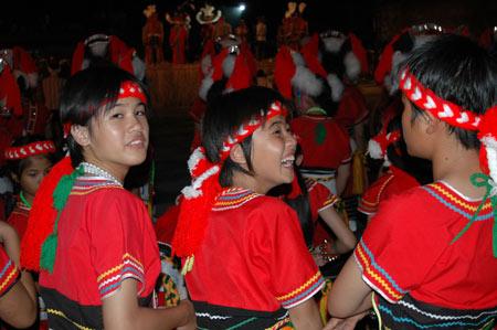 阿美族女孩;; [民俗风情]阿美族舞曲(二胡曲); 台湾日记之七:甘愿做