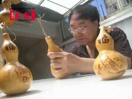 组图:卖大米的老汉迷上葫芦