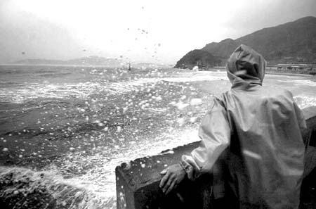 组图:台风海棠来临
