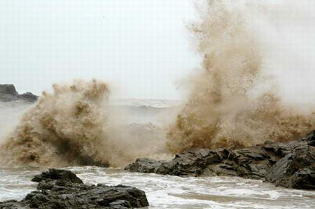 组图:台风海棠步步逼近