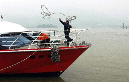 图文:金龙号客轮从马祖福澳港抵达福州马尾港