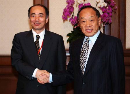 图文:李肇星会见日本代表团团长