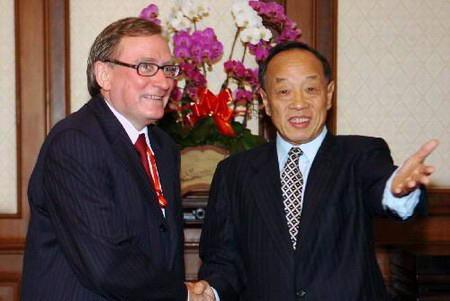 图文:李肇星会见俄罗斯代表团团长