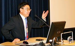 黄友义当选国际译联副主席(图)