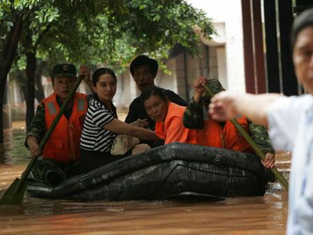 重庆壁山昨遭暴雨山洪突袭19万人受灾3人死亡