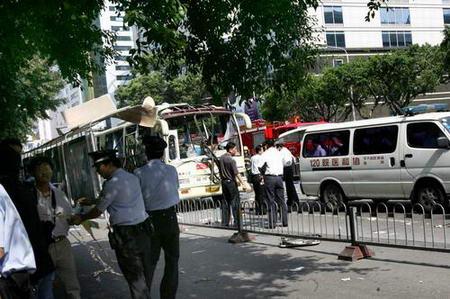 图文:公共汽车被炸现场