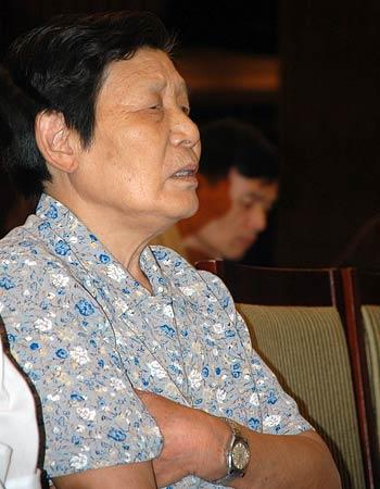 图文:南京大屠杀幸存者王秀英在发布会现场