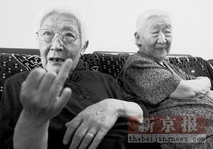 父亲远走他乡不为日本人服务姐妹俩剃光头