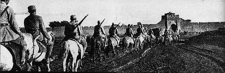 图文:八路军晋绥部队解放兴和城骑兵列队进城