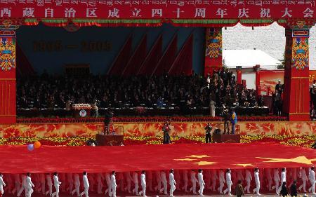 图文:西藏举办自治区成立40周年庆典