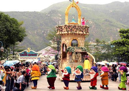 图文:香港迪斯尼乐园举行彩排