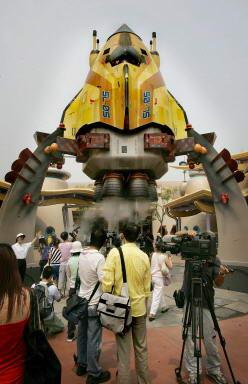 图文:媒体记者参观迪斯尼主题公园