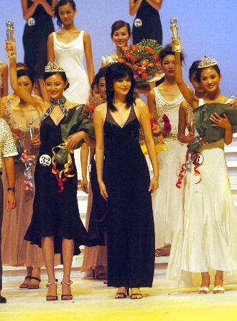 图文:(晚报2)2005年新丝路模特大赛总决赛在三亚举行