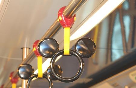 图文:迪斯尼列车-米奇老鼠形�畹某迪岱鍪�