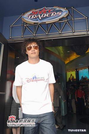 图文:陈奕迅在香港迪斯尼乐园