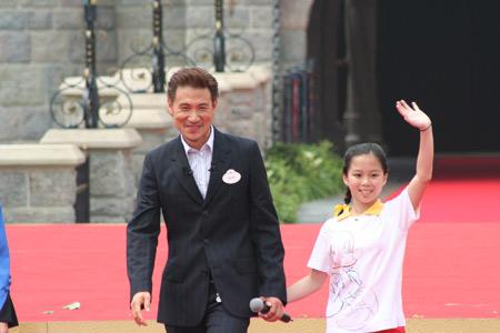 组图:香港迪斯尼名誉大使张学友出席开幕典礼