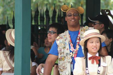 组图:香港迪斯尼迎来第一批正式游客