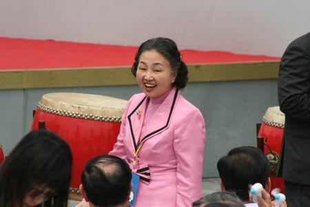 图文:香港律政司司长梁爱诗出席典礼