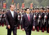 图文:福克斯总统举行仪式欢迎胡锦涛主席