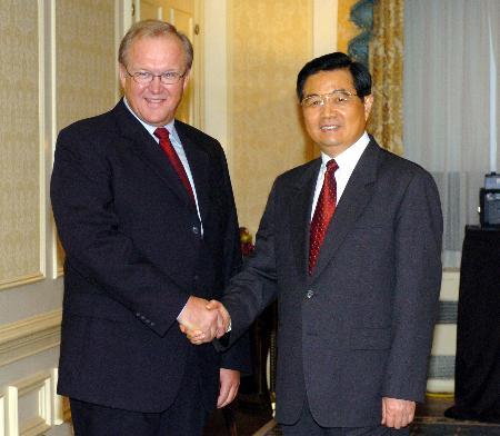 图文:胡锦涛会见瑞典首相佩尔松