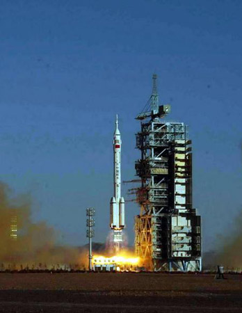 黄金时代:神舟五号划开中国崭新的航天时代(图)