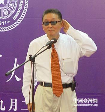 图文:李敖演讲后倾听清华师生的提问