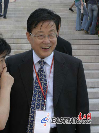 图文:与会嘉宾上海市记者协会主席贾树枚