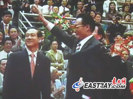 图文:吴邦国走进复旦百年庆典大会现场