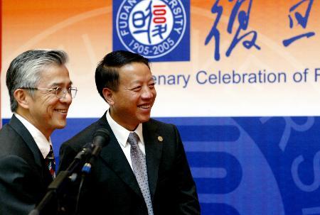 图文:复旦党委书记和新加坡国立大学校长