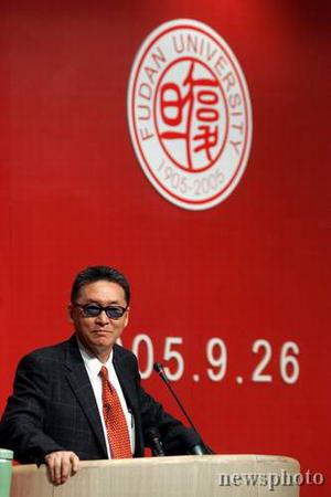 图文:李敖在上海复旦大学演讲