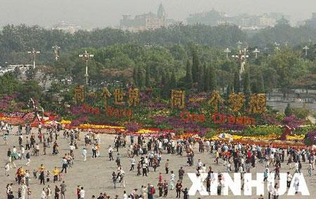 图文:天安门广场花坛摆花工程全面竣工