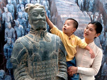 图文:[社会文化专线](1)秦始皇兵马俑大型国宝文物珍品展在天津开幕