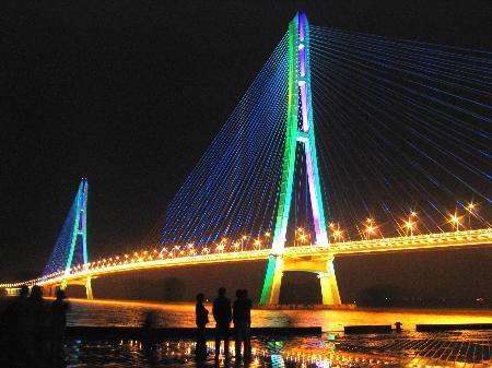 全长约15.6公里的南京长江三桥通车(组图)