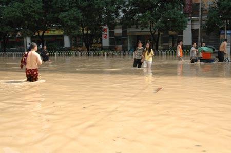 组图:东方时空记者亲历福州特大暴雨