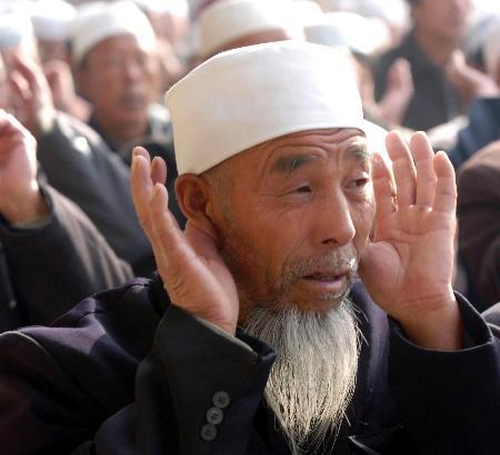 图文:宁夏回族穆斯林欢度开斋节(1)