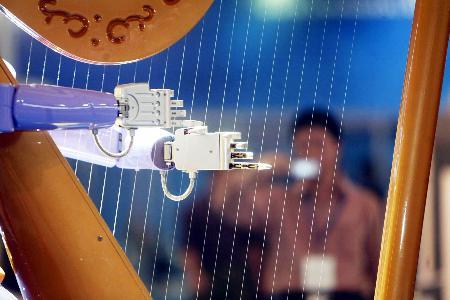 图文:智能机器人亮相上海工博会(2)