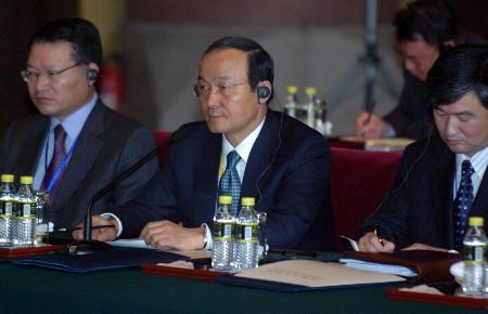 图文:韩国外交通商部次官补宋�F淳在会谈现场