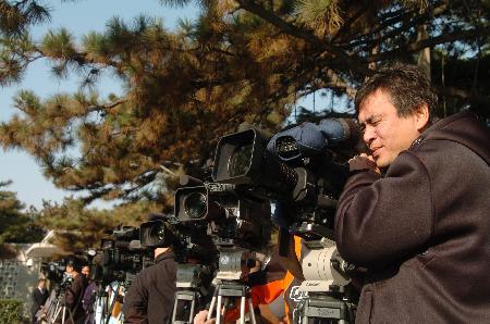 图文:记者在北京钓鱼台国宾馆外守候