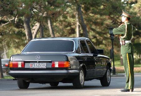 图文:朝鲜代表团车辆抵达北京钓鱼台国宾馆