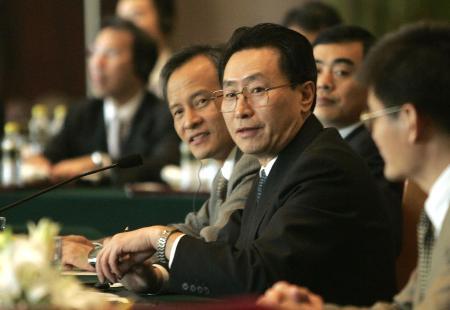 图文:中国代表团长武大伟在会谈现场