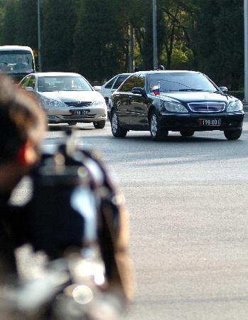 图文:俄罗斯代表团车辆抵达北京钓鱼台国宾馆