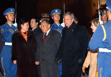 图文:美国总统布什抵达北京